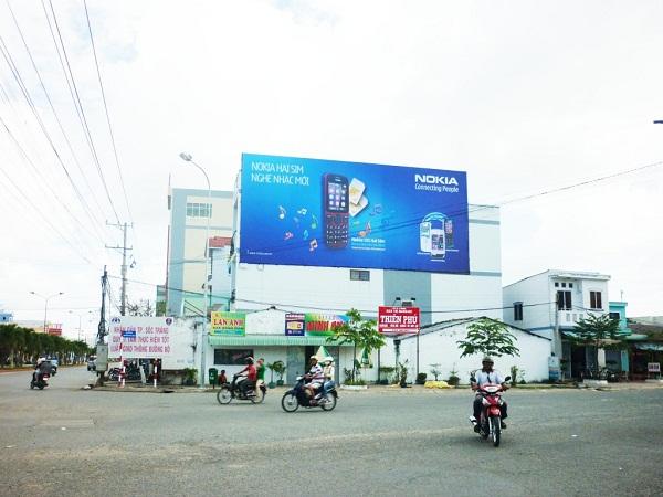 Bảng hiệu quảng cáo ngoài trời 2