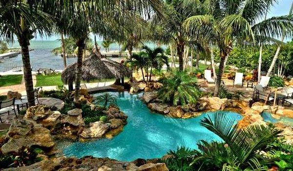 Thiết kế khu vườn nhiệt đới trong biệt thự