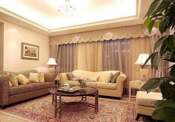 Kết hợp một lớp vải voan sau lớp vải dày chống nắng tạo ấn tượng cho căn phòng.